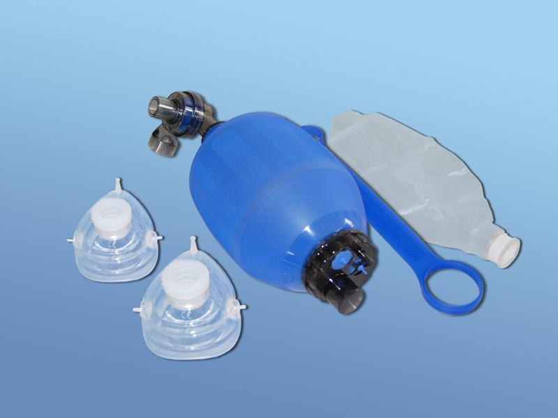 Ručný silikónový resuscitačný vak DAHLHAUSEN, 51.500.00.301, Súprava pre dospelých vrátane masiek č.4 a 5 s rezveorám kyslíka 2500 ml