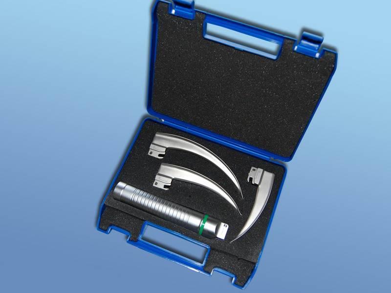 Laryngoskopické súpravy s LED diódou, 90.003.09.000, Držiak 30 mm, LED dióda,  lyžice Mc Intosh č. 2,3,4 s batériami pre dospelých