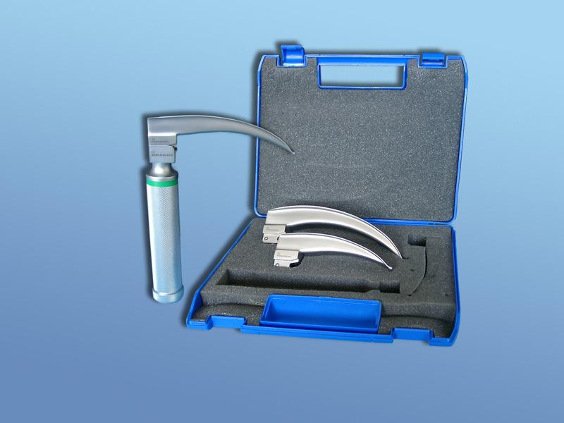 Laryngoskopické súpravy PJD 1000- s integrovanou optikou, 90.003.10.000, Držiak 30 mm, halog. žiarovka 3,0 V, lyžice Mc Intosh č. 2,3,4 s batériami pre dospelých